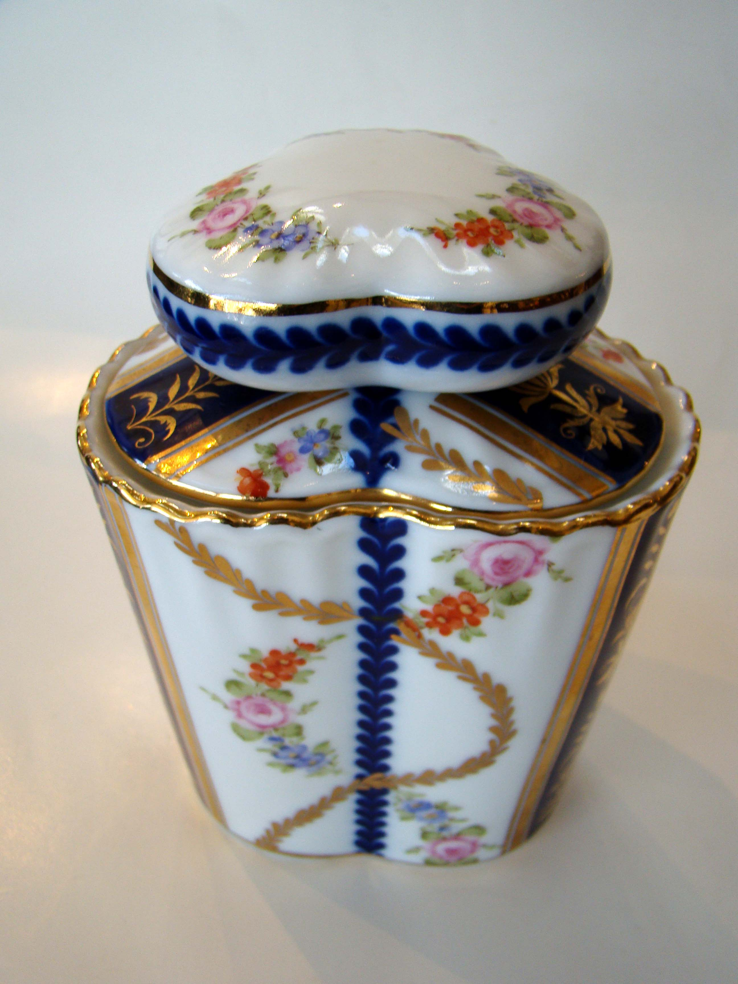 click to view larger image of A beautiful English Staffordshire covered jar circa 1900-1920
