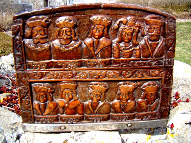 click to view larger image of A Fine and unique 18th century carved box depicting the Kings and Queens of Poland from 550 to 1733