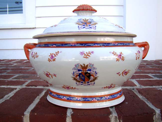 click to view larger image of A beautiful late 19th or early 20th century Chinese Export covered soup tureen