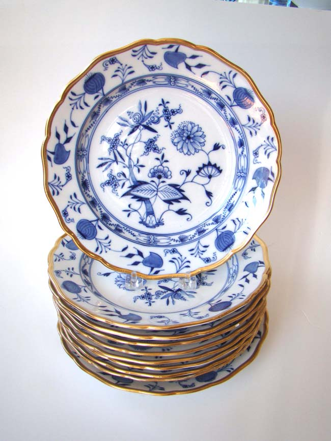 click to view larger image of A fine set of 10 Meissen gold decorated dinner plates, 19th century