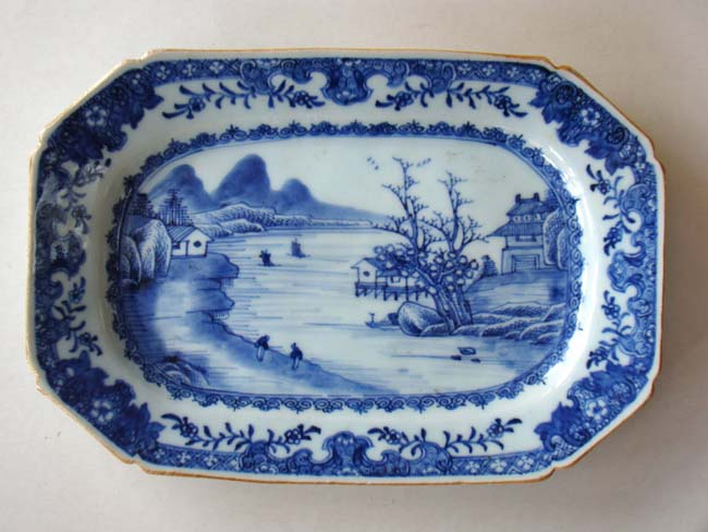 click to view larger image of A fine 18th century Chinese export porcelain serving dish circa 1780
