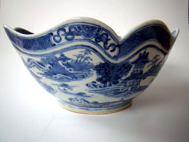 click to view larger image of A fine early 19th century Chinese Export Porcelain Nanking Cut-Corner Bowl circa 1820