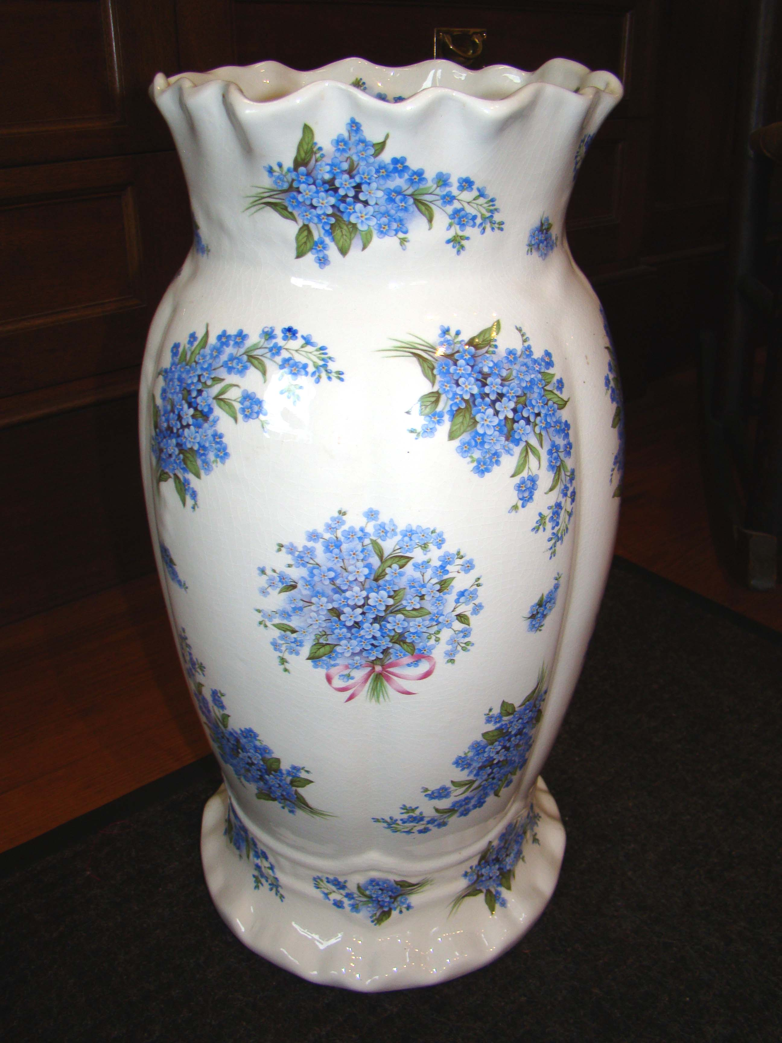 click to view detailed description of A charming vintage umbrella stand in the 'Forget me not' pattern