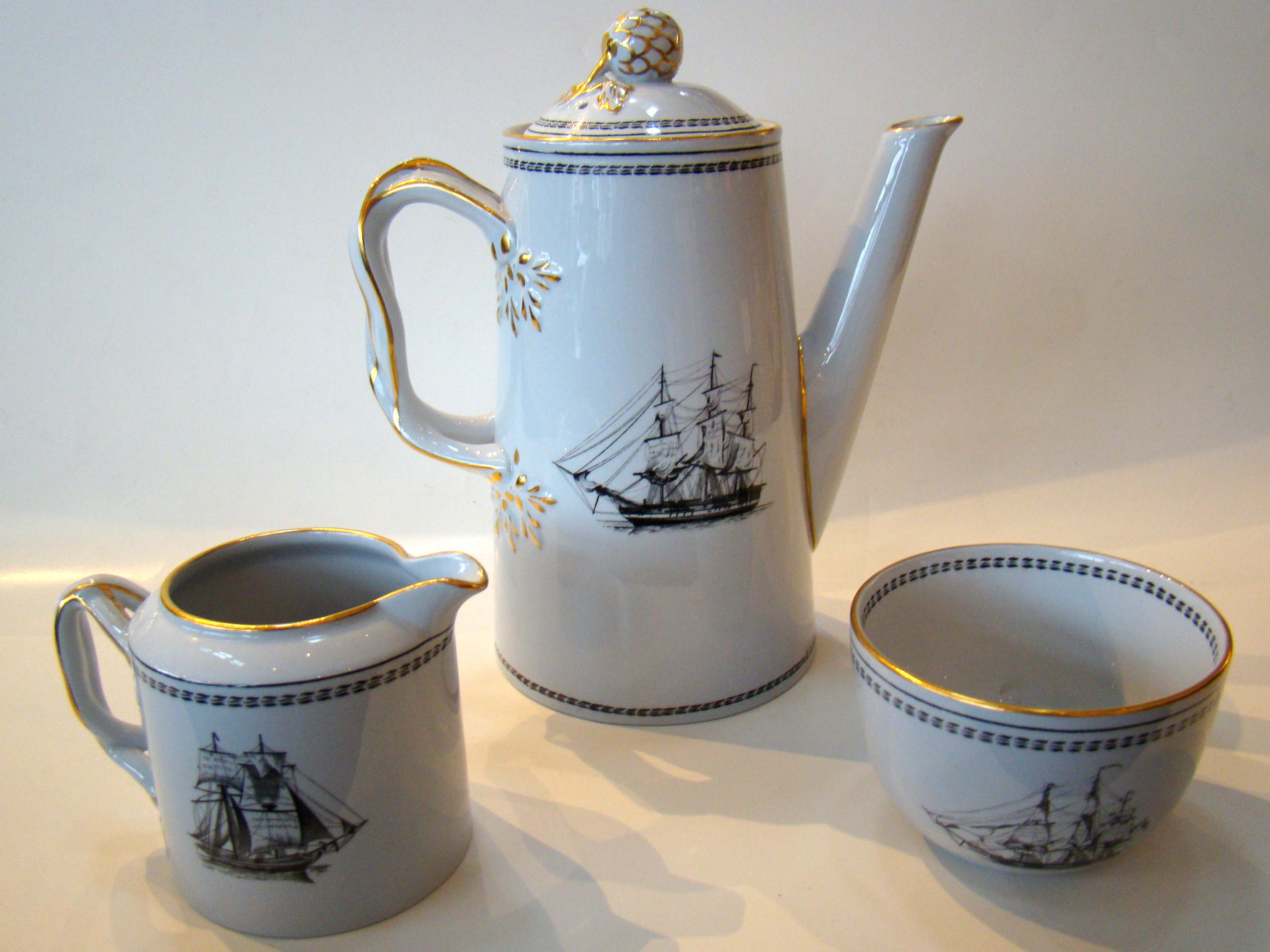 click to view detailed description of A fine vintage Copeland Spode Chinese Export 'style' Trade Winds pattern three piece coffee set
