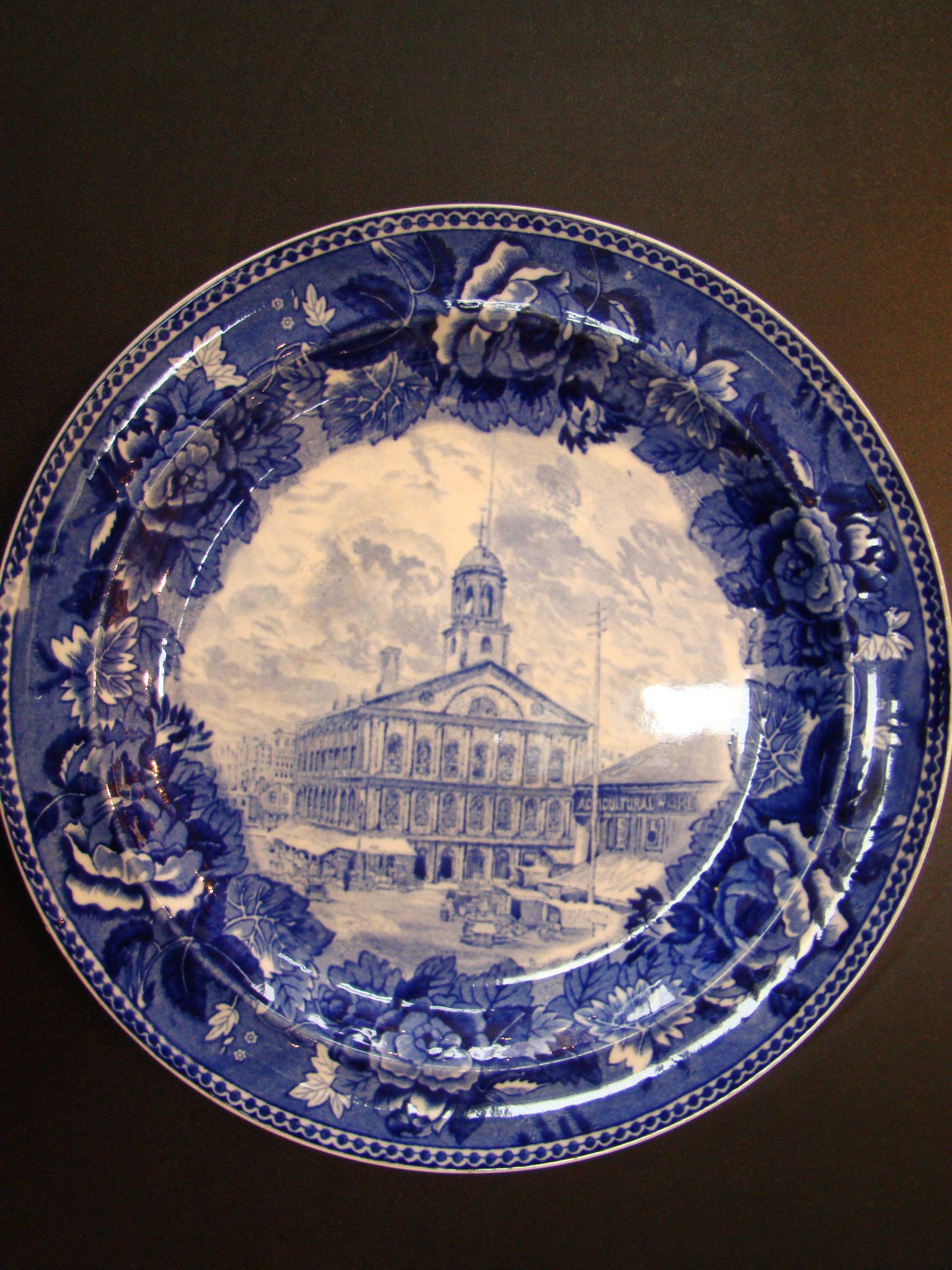 click to view detailed description of A fine Wegwood souvenir plate made in 1899 depicting Faneuil Hall in Boston