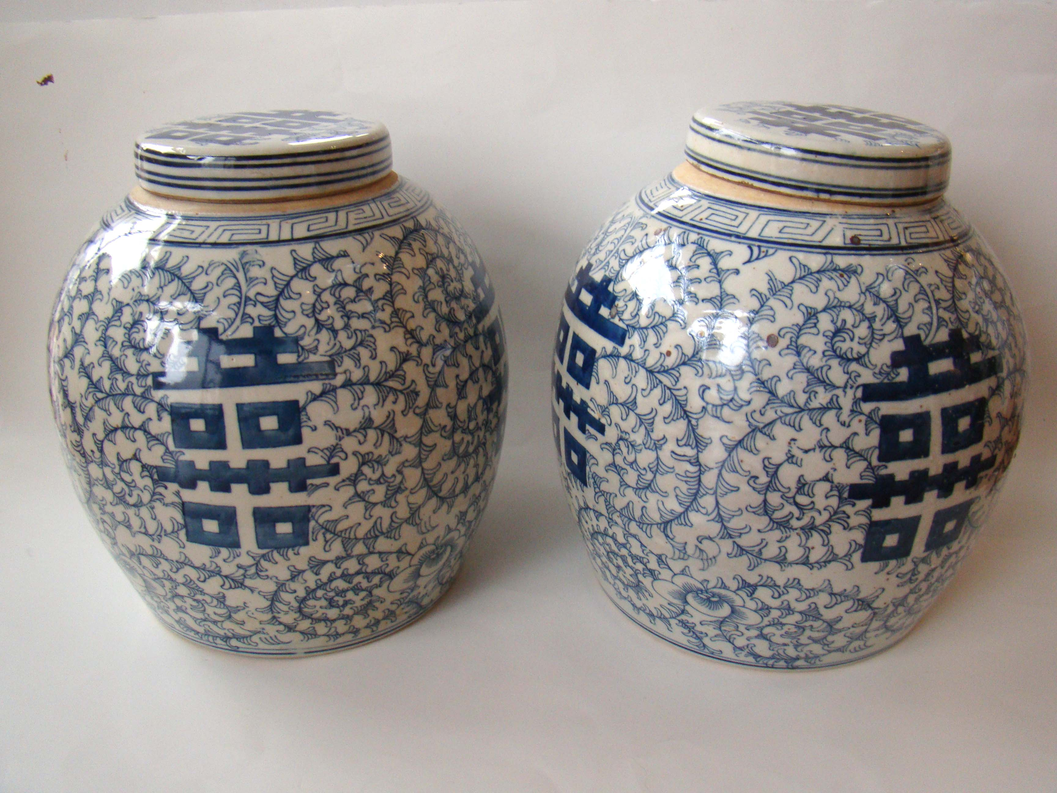 click to view detailed description of A pair of Chinese ginger jars with the symbols for 'Double Happiness'