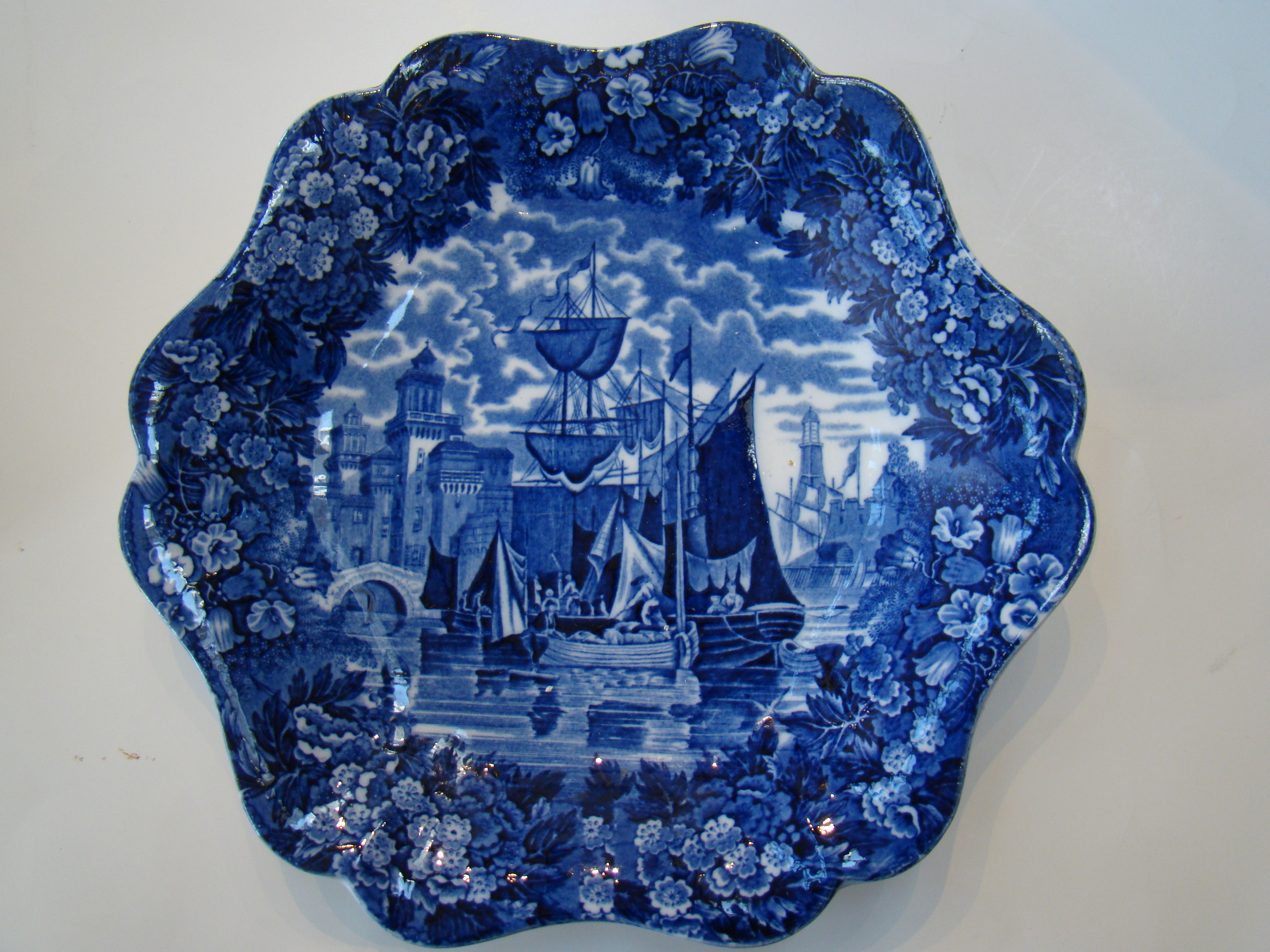 click to view detailed description of A FINE and RARE Wedgwood serving plate circa 1890-1910