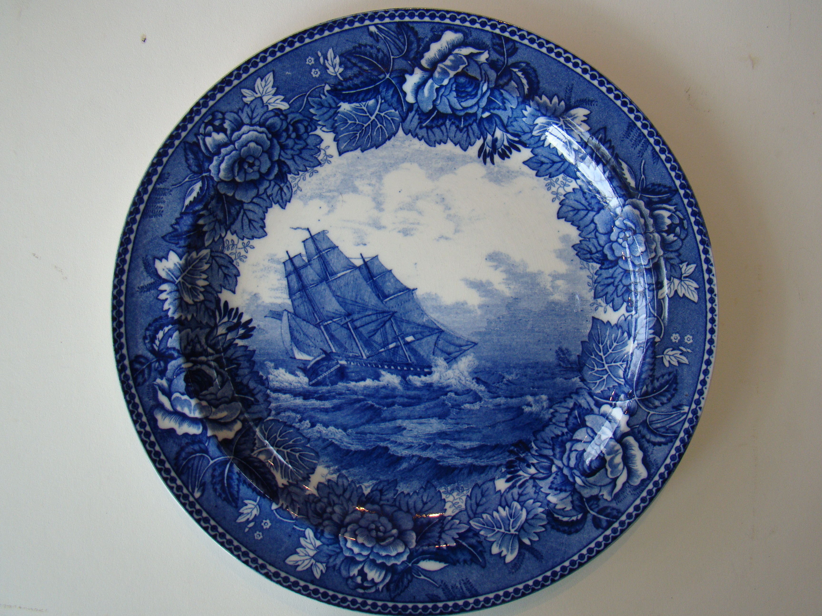 click to view detailed description of A Wedgwood souvenir plate depicting the