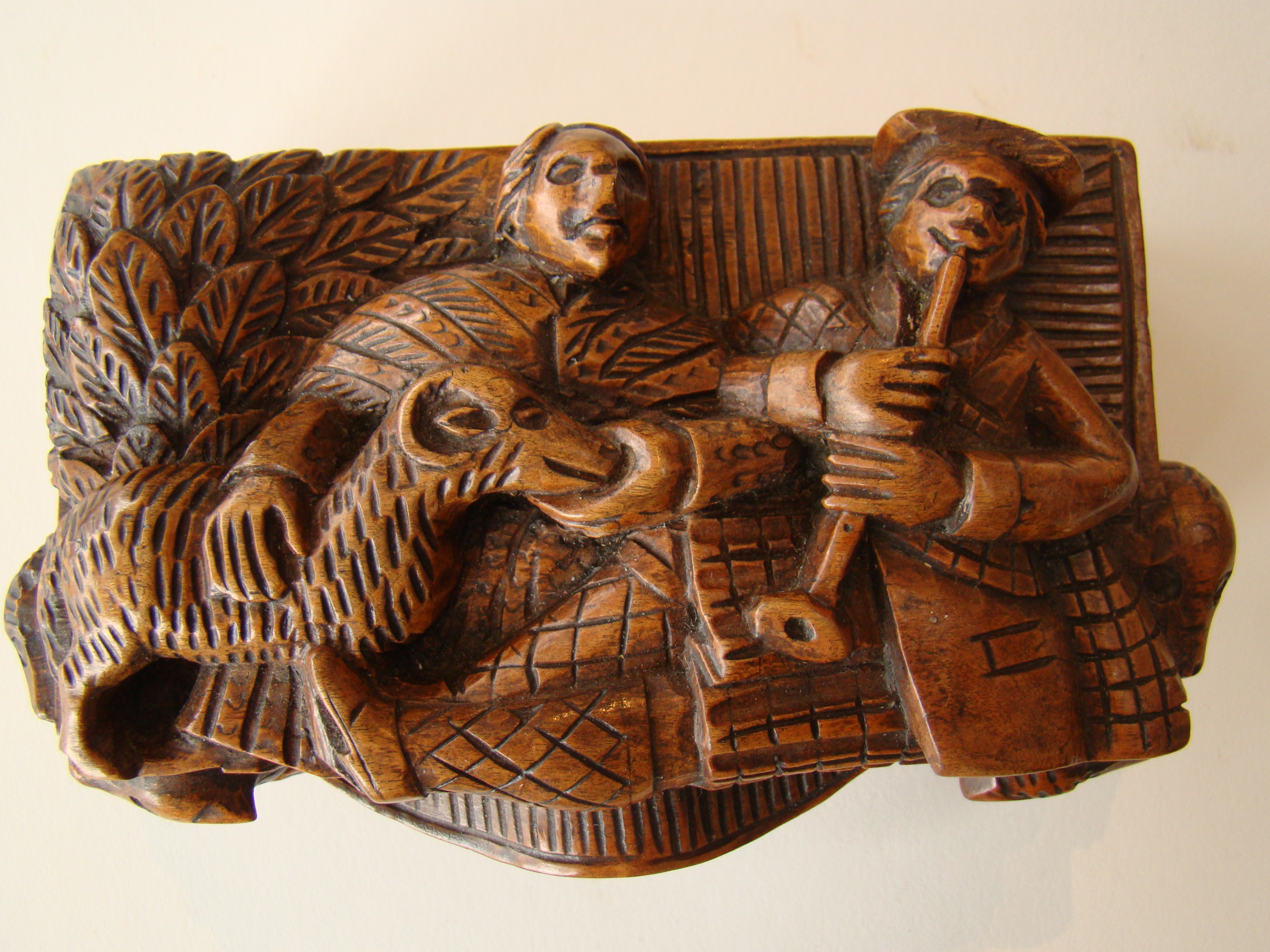 click to view detailed description of A fine early 19th century carved Scottish 'Bobbie Burns' tobacco box circa 1796-1810