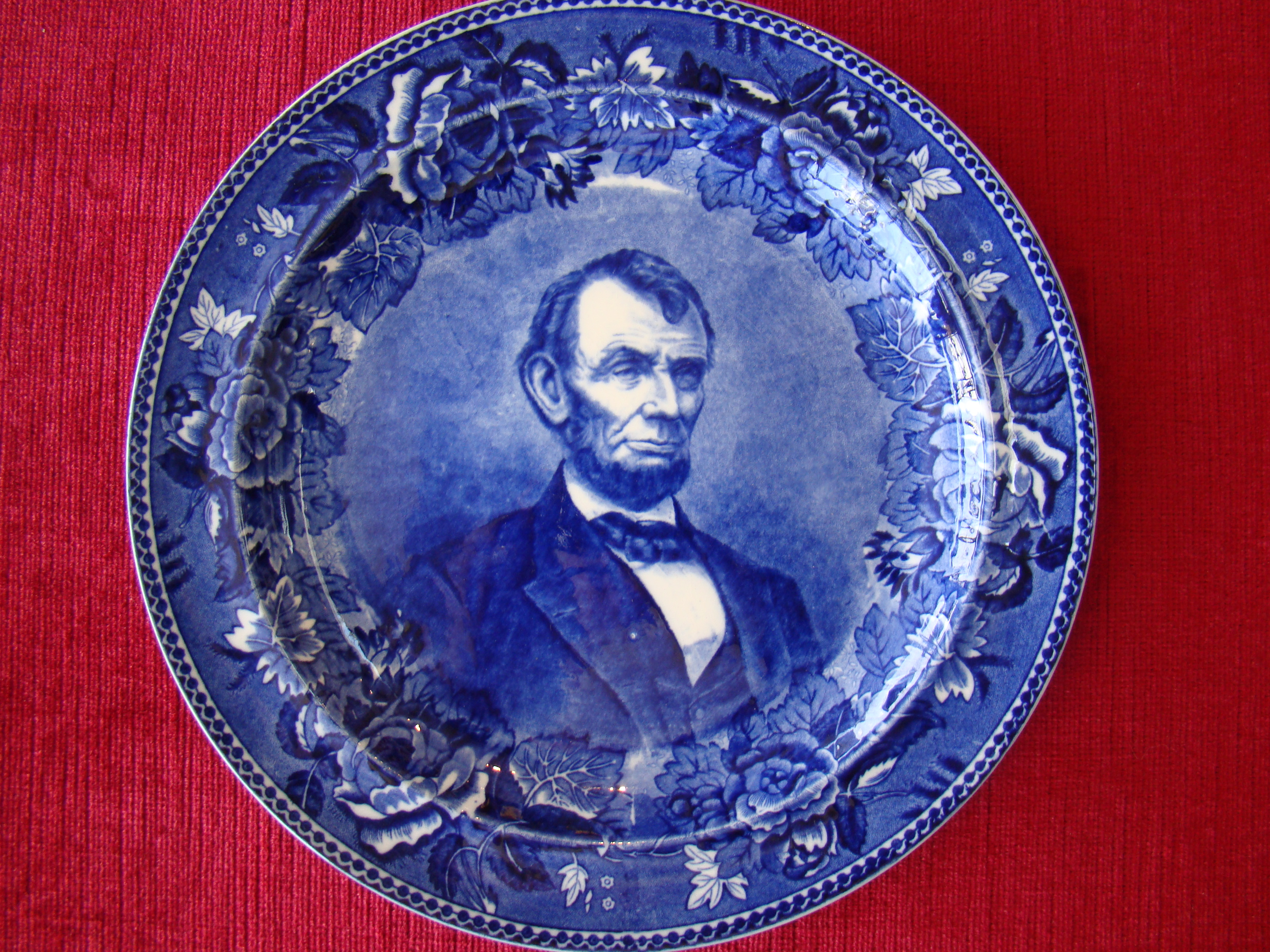 click to view detailed description of A fine vintage souvenir plate made by Wedgwood circa 1900 depicting Abraham Lincoln