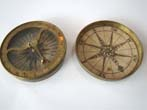 click to view detailed description of An early 18th century pocket sundial and compass circa 1720-1750